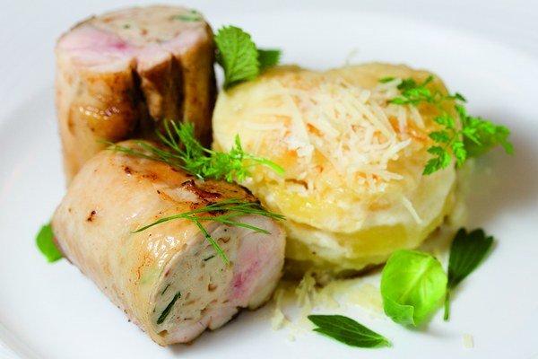 Kuracia balotínka s hubovou plnkou, gratinované zemiaky