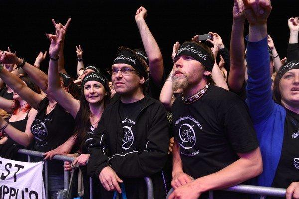 Nightwish Dreamers. Taký je názov oficiálneho fanklubu kapely z Maďarska. Fanúšikovia často s kapelou cestujú po celom svete. Sú vyzbrojení plagátmi, tričkami a ďalšími doplnkami, a ak je to čo i len trochu možné, stoja v prvom rade. Keďže kapela obvykle