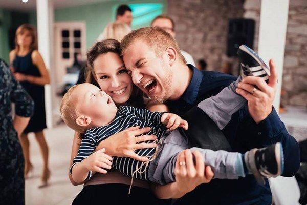 Lukáš s manželkou Mimi a Teom. Všetci sa na ďalšieho drobca tešia.