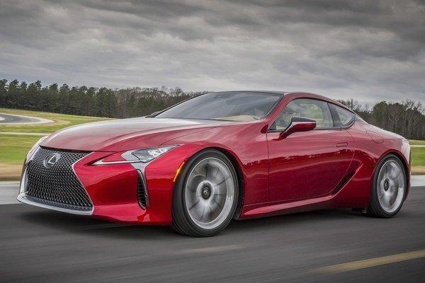 Športový Lexus LC 500. Nové kupé značky Lexus je odvodené od štúdie LF-LC, ktorá mala premiéru na detroitskom autosalóne v roku 2012.