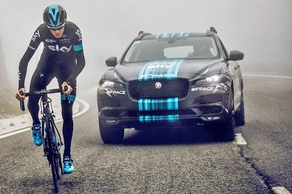 Jaguar F-Pace a Chris Froome.