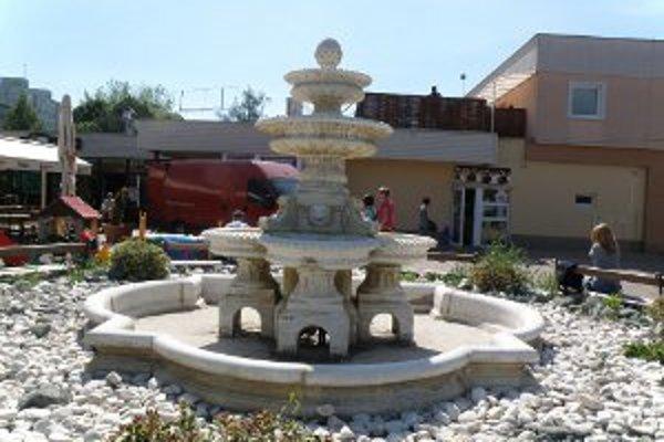 Jedine v tejto fontáne na Kopaniciach bude v lete striekať voda.