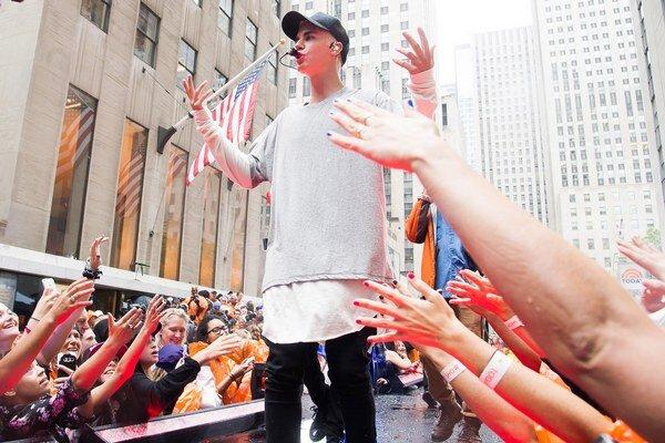 Neznáša pišťanie. Bieber sa nenechá davmi zmanipulovať.