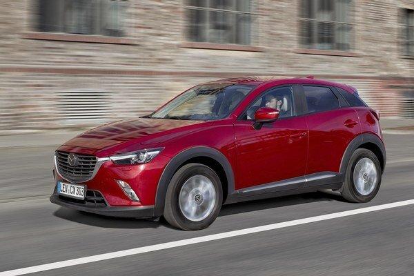 Nová Mazda CX-3. Športovo-úžitkový automobil CX-3 sa v sortimente japonskej automobilky Mazda zaraďuje pod úspešný model CX-5.