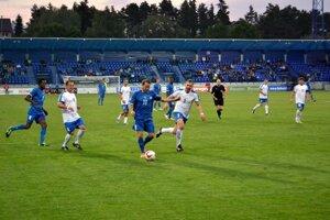 Hviezda večera. Mendieta (s číslom 11) strelil oba góly hostí.