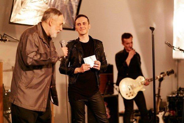 Album sa páči aj Stanislavovi Rakúsovi. Do sveta ho vypravil peknými slovami.