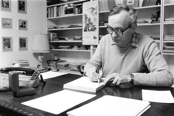 Jaroslav Dietl. Svoje scenáre písal len ručne, písací stroj nepoužíval.