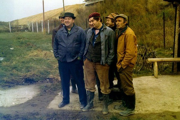 Vo filme Chlapi. Slavo Záhradník (v strede) si zahral s Dušanom Blaškovičom či Ivanom Palúchom.