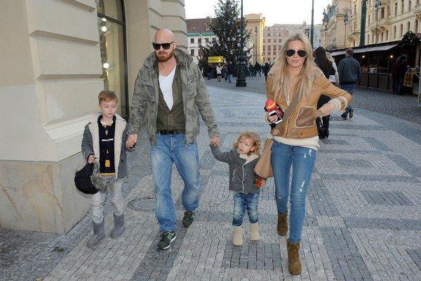 Na rodinnom živote si Simona zakladá. S chlapcami a partnerom trávi všetok voľný čas.