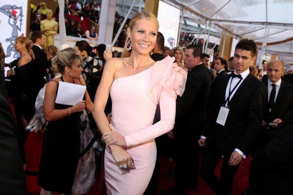 Gwyneth Paltrow. Hoci je slávna, rovnako ako obyčajné ženy hľadá odpovede na mnoho otázok.