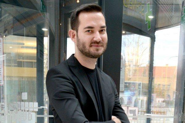 Módny návrhár Lukáš Kimlička.