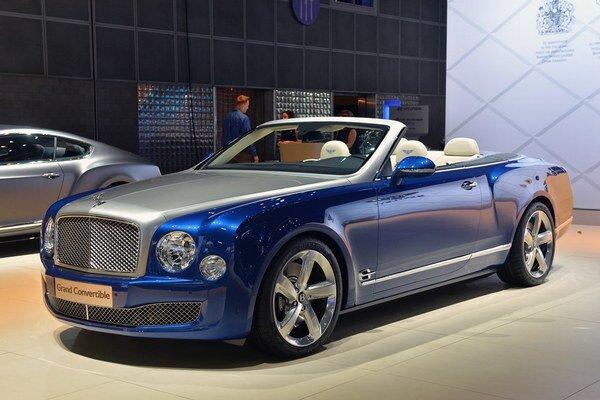 Luxusnú kabriolet Bentley Grand Convertible. Svetovú premiéru má nový britský kabriolet na medzinárodnom autosalóne v Los Angeles.