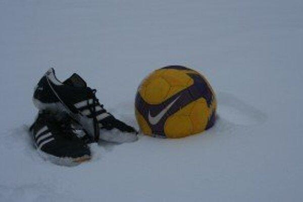 Víkendové futbalové stretnutia sú odložené.
