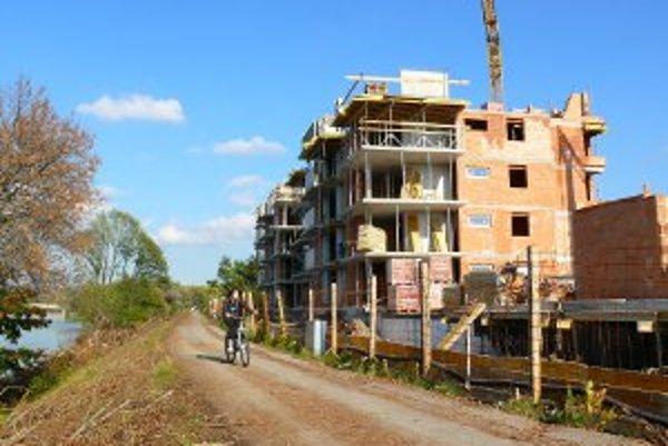 Na hornej Nitre je o budovanie bytoviek stále záujem.