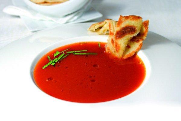 Tradičná paradajková polievka s lokšou z kyslého mlieka