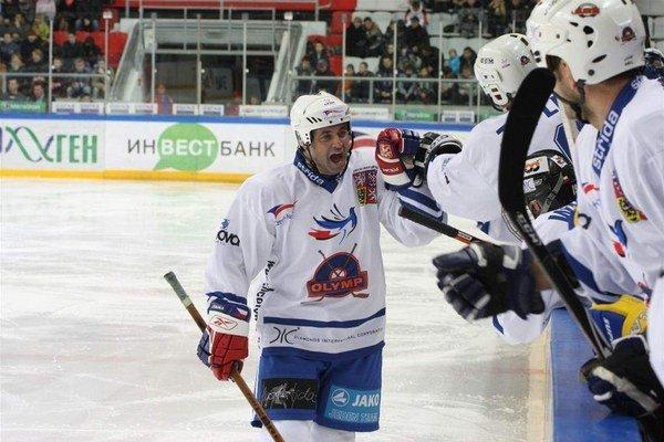 Herec - hokejista. Vášeň k ľadovému športu sa preniesla z Dejdara aj na syna.