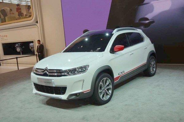 Štúdia športovo-úžitkového modelu Citroën C-RX. Model C-RX je určený najmä pre čínsky trh, ale v roku 2015 by sa mal začať predávať aj v Európe.