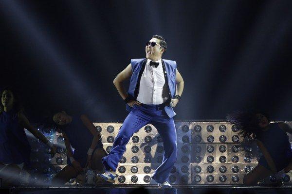 Neskrotný a divoký Gangnam Style rapového speváka Psy.