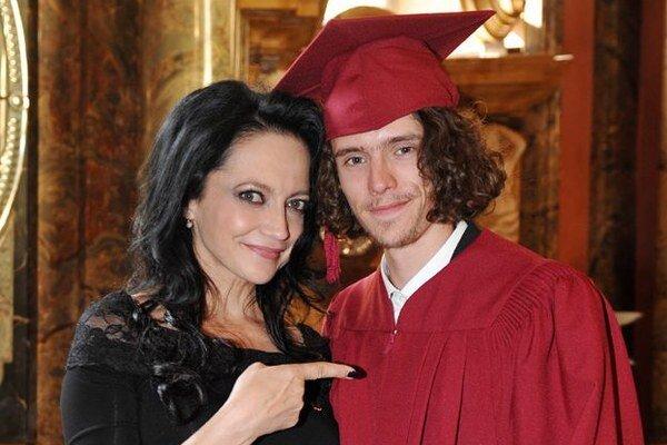Úspešný syn, hrdá mama. Filip vylieta z hniezda, Lucie netají strach.