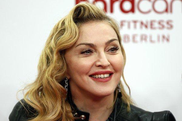 Madonna má opäť mladšieho priateľa.