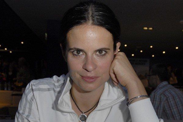 Šijú s ňou všetci čerti. Zuzana Fialová sa nudiť rozhodne nedokáže.