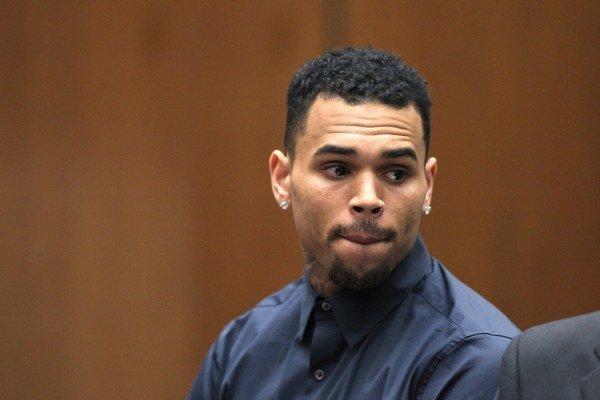 Chris Brown čelí obvineniam.