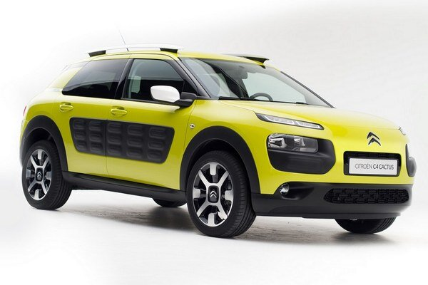 Crossover Citroën C4 Cactus. Originálnym prvkom karosérie modelu C4 Cactus sú polyuretánové panely so vzduchovými kapsami, chrániacimi karosériu pred drobným poškodením.