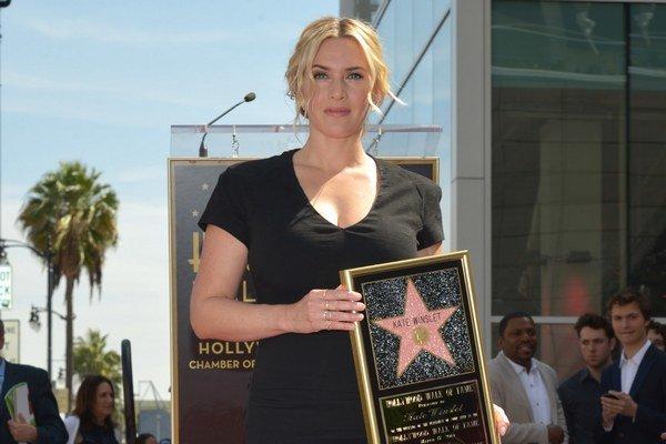 Anglická herečka Kate Winslet má od pondelka hviezdu na hollywoodskom Chodníku slávy.