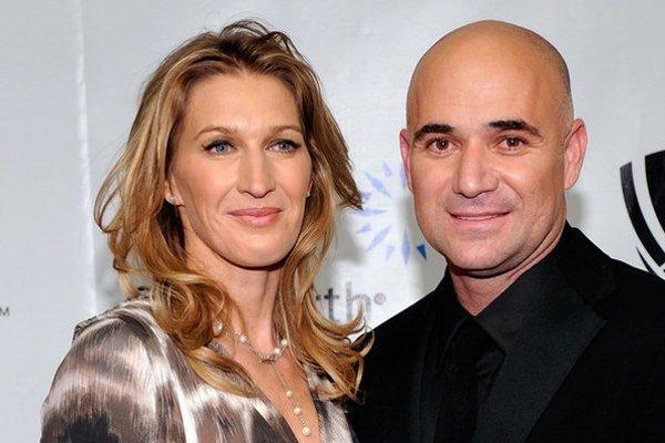 S manželom Andrem. Užívajú si tenisový dôchodok.