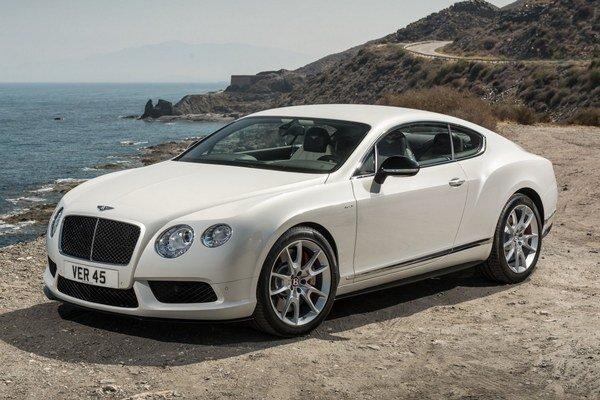 Kupé Bentley Continental GT V8 S. Nové kupé je poháňané štvorlitrovým vidlicovým osemvalcom, ktorého maximálny výkon je 389 kW.