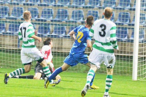 Michalovce strelili Pohroniu šesť gólov. Takto otváral skóre Miroslav Božok (v modrom).