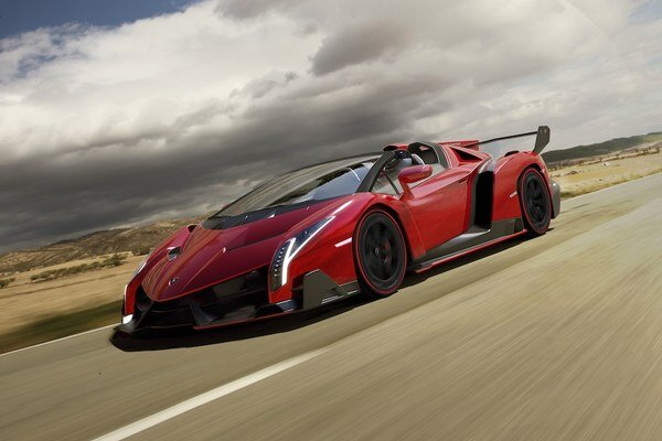 Roadster je po technickej stránke odvodený od kupé a bude vyrobený len v deviatich exemplároch.