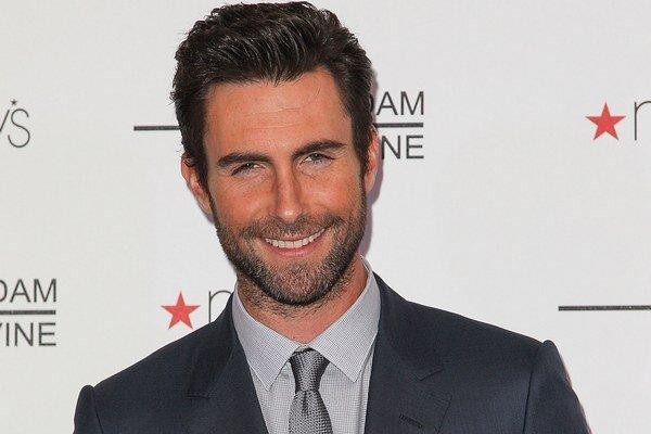 Najsexi mužom roka 2013 je podľa magazínu People spevák skupiny Maroon 5 Adam Levine