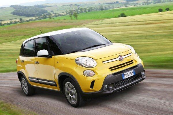 Nový Fiat 500 L Trekking. Nová malá fiatka so zvýšenou svetlosťou podvozku a markantnými nárazníkmi si poradí aj s ľahším terénom.