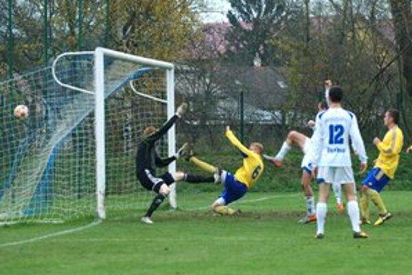 Derby záležitosťou domácich. Druhý gól Lokomotívy strelil Roman Jurko, celkovo autor štyroch presných zásahov.