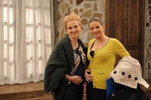 Tehuľky. Kolegyne Alena a Monika Hilmerová sa stanú maminy zhruba v rovnakom čase.