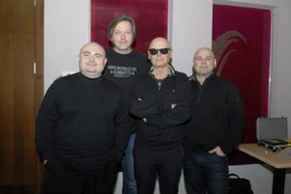 4TET (zľava Jiří Škorpík, Dušan Kollár, Jiří Korn, David Uličník). Páni si radi užijú nielen letnú dovolenku, ale aj zimnú.