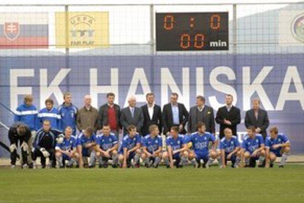 Otvorili nový štadión. Haniska pri jeho uvedení do prevádzky zdolala Giraltovce.
