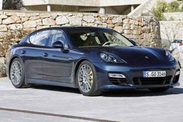 Porsche Panamera GTS. Je to najvýkonnejšia a najrýchlejšia verzia modelu Panamera.