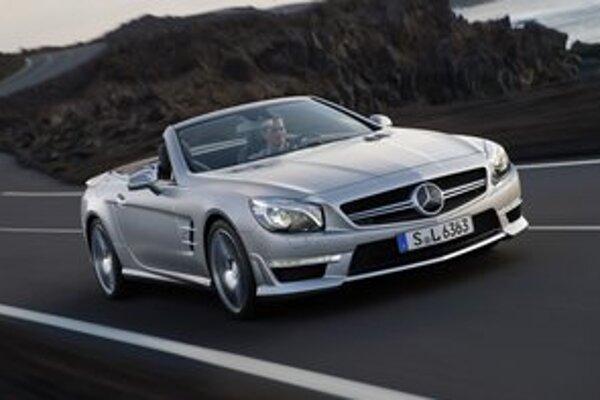 Mercedes-Benz SL 63 AMG. Verzia AMG Performance má maximálnu rýchlosť obmedzenú na 300 km/h.