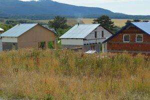 V Rankovciach si Rómovia stavajú nové a legálne domy