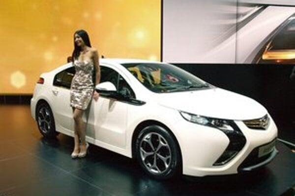 Model Opel Ampera získal (spolu so sesterskými modelmi Vauxhall Ampera a Chevrolet Volt) prestížny titul Automobil roka 2012.
