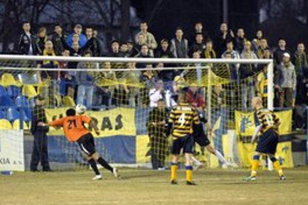 Vyrovnávajúci gól. Takto sa v Moldave presadil v 25. minúte Waseem z Michaloviec.