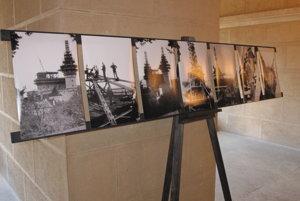 Dobové fotografie na výstave.