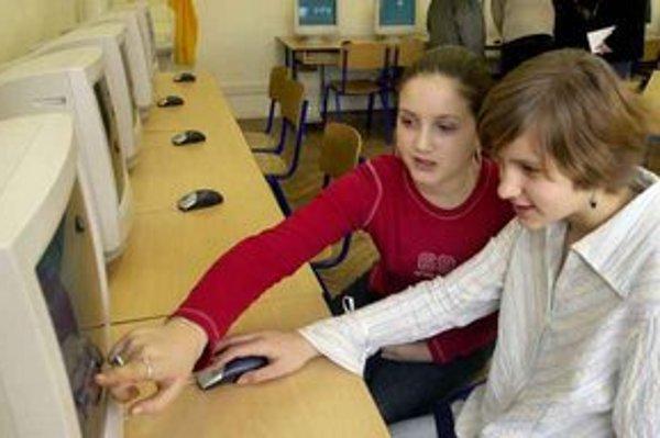 Deti a internet. Nekontrolovaný pobyt na internete im škodí.