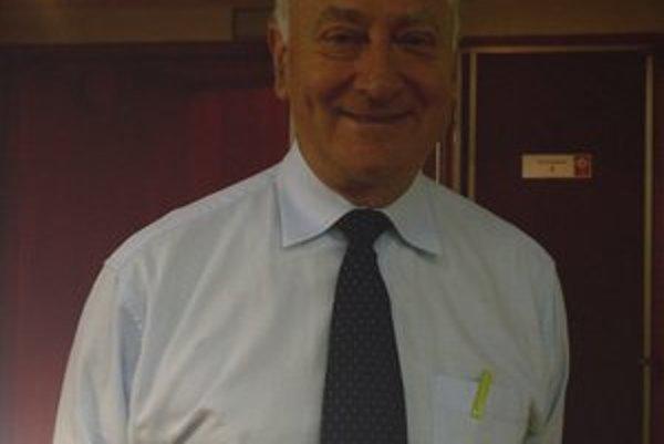 Svetový expert v oblasti dojčenia Dr. Jack Newman.