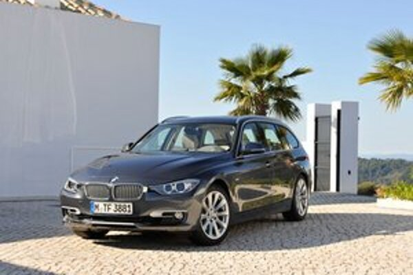 Nové kombi BMW radu 3. Touring trojkového radu sa vyznačuje elegantnými a športovými líniami.