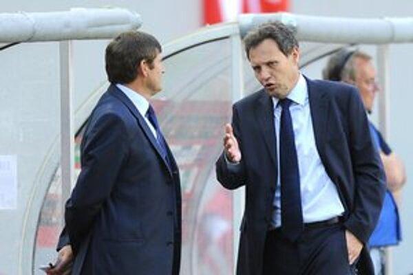 Tréneri. Stanislav Griga a Michal Hipp (vľavo) majú stále námety na diskusiu.