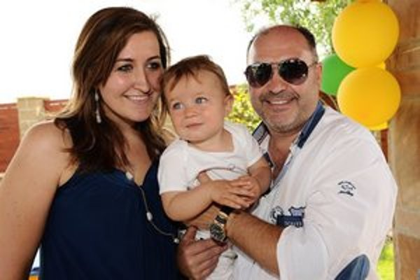 Rodina. Dcéra Klára a vnuk Sebastián si otca a deda užijú viac.