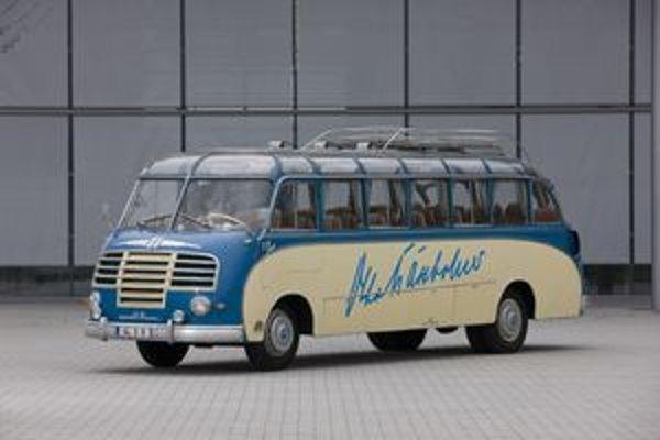 Prvý autobus značky Setra. Podtext: Autobus, predstavený na frankfurtskom autosalóne v roku 1951 bol prvým autobusom so samonosnou karosériou.